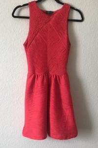 Czerwona sukienka w plisy TopShop...