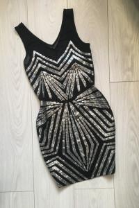 Sukienka czarna...