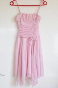 Pastelowy róż falbanki sukienka róża kwiat różowa S używana 36 ...