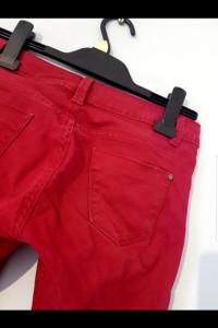 Bordowe spodnie...