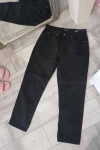 Czarne proste spodnie...