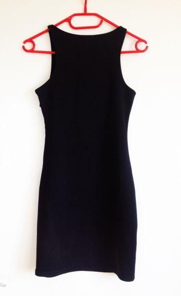 Suknie i sukienki Sinsay czarna sukienka xs s 34 36 na zamek zip prosta dopasowana bez dekoltu