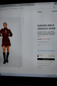 Sukienka Zara z drapowaniem print wężowy...