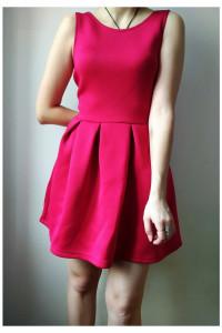 Różowa piankowa sukienka...