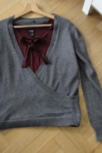 Praktycznie nowy sweter ciemny szary 40...