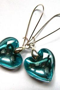 Niebieskie serca efektowne kolczyki na długich biglach...