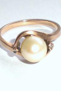 Pierścionek z perłą i diamentami 28 g złoto 333...
