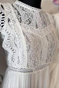 Koronkowa biala sukienka plisowana...