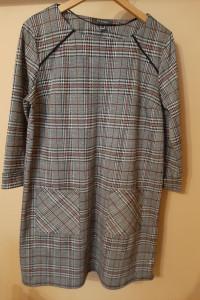 Klasyczna sukienka w kratkę z kieszeniami