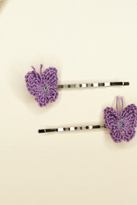Wsuwki z szydełkowymi motylkami...