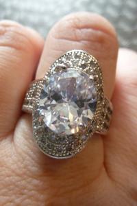 pierścionek cyrkonie...
