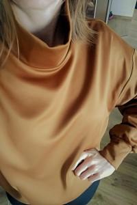 Złota bluza z golfem...