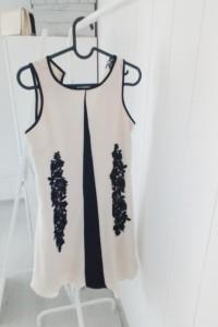 sukienka kremowa ze zdobieniami...