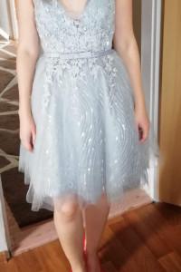 Tiulowa sukienka...