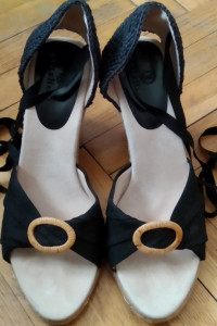 Sandały wiązane na koturnie Cole Haan...
