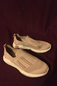 Pudrowy brudny róż pastelowe wsuwane tenisówki trampki adidasy buty sportowe codzienne cichobiegi