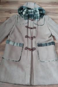 Beżowy płaszcz ocieplany