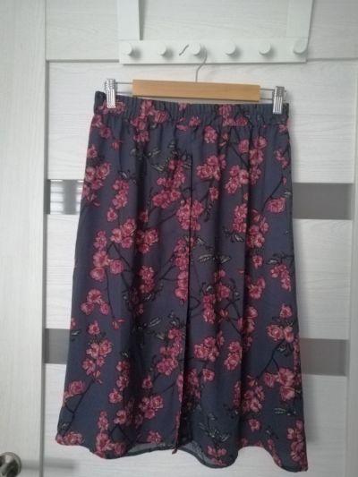 Spódnice szara spódnica w kwiaty