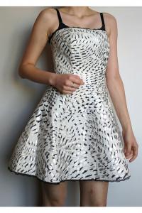 Piankowa sukienka rozkloszowana...