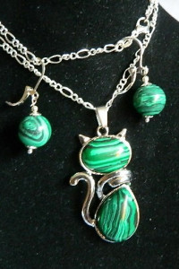 Kotek z zielonym malachitem zestaw biżuterii...