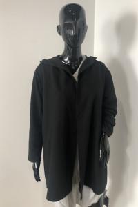 Czarna bluza narzutka z kapturem uniwersalna