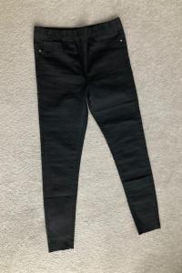 Nowe czarne jeansy na gumce w pasie