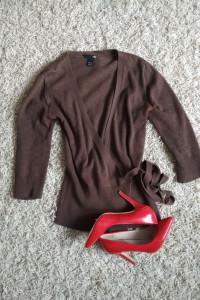 brązowa narzutka sweterek wiązany...