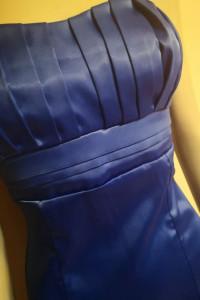 Satynowa niebieska sukienka Rozm M