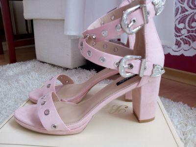 Sandały Piękne sandałki 40