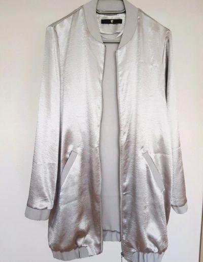 Bluzy Bluza bomberka szara dluga srebrna satynowa zasuwana L 40 M 38