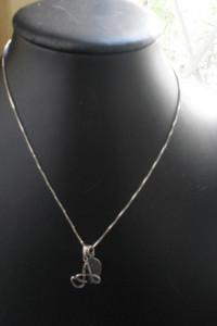 Ciekawy srebrny naszyjnik z 2 zawieszkami