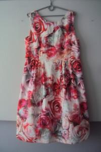 sukienka w róze...