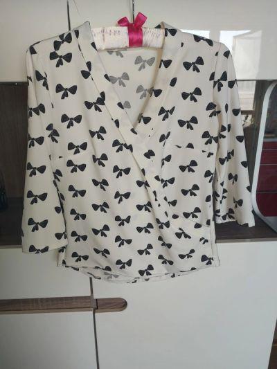 Bluzki Biała kopertowa koszula Czarne kokardki Xs s 34 36