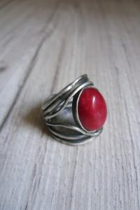 Srebrny pierścionek z krwistym agatem...
