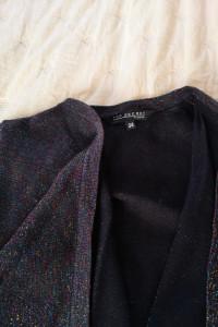 Sweterek ze świecącą kolorowa nitką...
