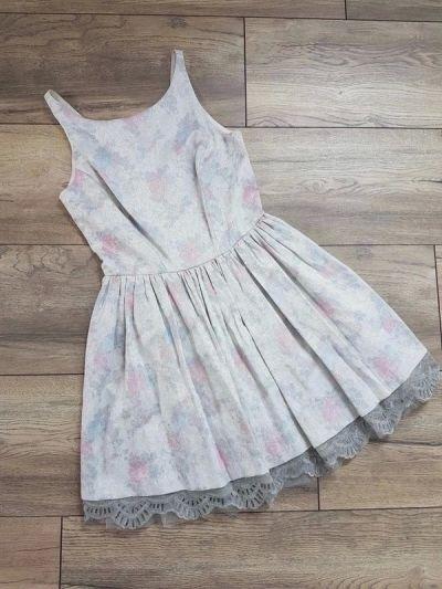 Suknie i sukienki Sukienka w kwiaty srebrna River Island 36