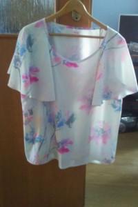sprzedam śliczną elegancką bluzeczkę z butiku nowa bez metki...