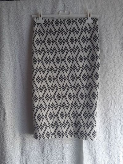Spódnice Piękna spódnica w geometryczne biało czarne wzory Stradivarius rozmiar S