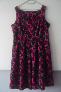 elegancka sukienka w róze...