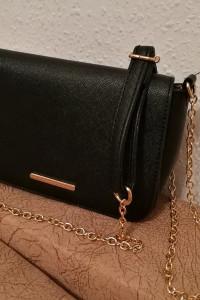 Czarna torebka wizytowa Sinsay...