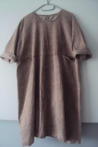 dekatyzowan sukienka z kieszeniami...