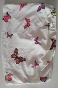 biała krótka bluzeczka bez rękawków w motylki...