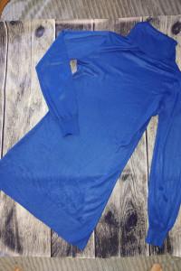Niebieska sukienka z golfem