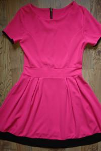 Piękna sukieneczka fuksja...