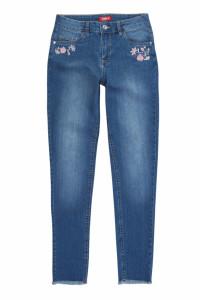 Spodnie jeansowe z modną aplikacją S