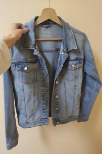 Jeansowa kurtka na wiosnę