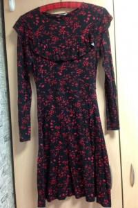 Wiosenna sukienka w kwiaty z falbanami XS...