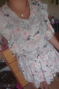 Piekna sukieneczka falbany...