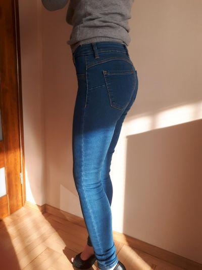 Spodnie Spodnie jeansy push up Bershka 34 XS