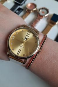 Zegarek analogowy złota tarcza bransoleta stalowa kolor złoty